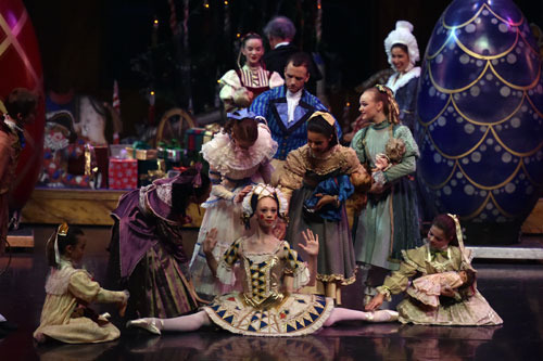"The Nutcracker Theatre Review – This ""Nutcracker"" Brings"