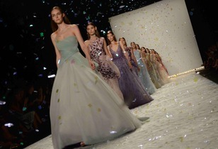 Monique Lhuillier Spring 2015 Collection Review – Painting the Sunrise in Luminous Shades