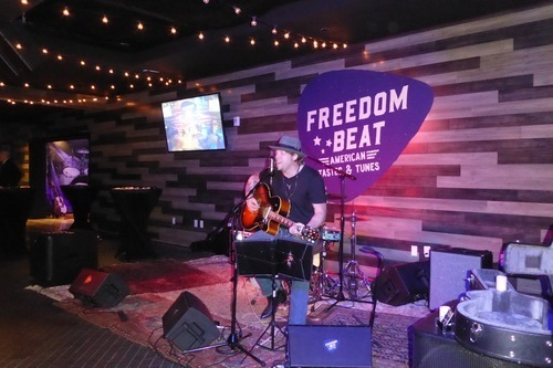 5846153143072-freedom-beat-restaurant-review-all-american-food-music-at-downtown-grand-las-vegas-7.jpg (500×333)
