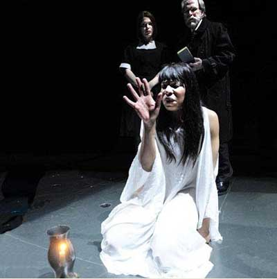 macbeth a victim of manipulation He is a victim of vaulting ambition, the manipulation of lady macbeth, the temptation of the witches' prophecies, and his own pride 5 dramatic interpretation.