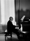 Maurizio Pollini Plays Chopin Review - A Spectacular Performance