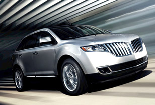 Lincoln's Impressive MKX Crossover SUV and MKZ Luxury Hybrid Show Off Their Stuff in LA