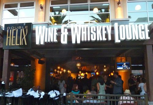 53b1f997d81b5-double-helix-wine-whiskey-bar-at-town-square-1.jpg (500×343)