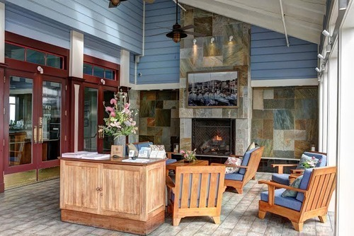 Fog harbor fish house bringing 100 sustainable seafood for Aaa fish house