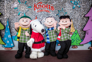 Knott's Merry Farm Review - A Christmas Extravaganza, Chock full o' Peanuts!