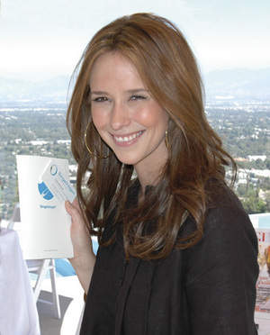 Jennifer Love Hewitt Gift for Mom