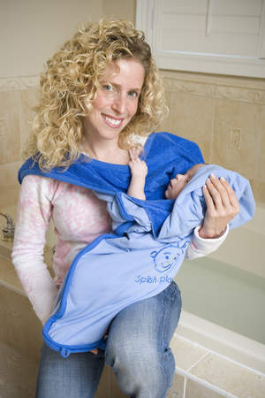 Kangaroo Towel keeps mom dry and baby warm and cozy out of the tub