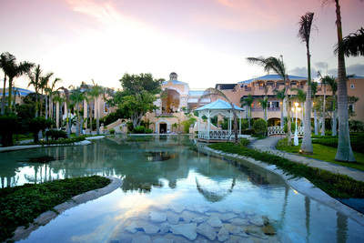 Royal Hideaway Playacar, situated on 13 lush acres on one of the Yucatan Peninsula's most stunning stretches of beachfront, effortlessly blends world-class service with impeccable style. It is the first adults-only, all-inclusive resort to receive the AA