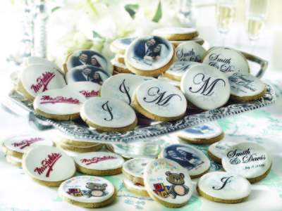 Mrs. Fields logo cookies