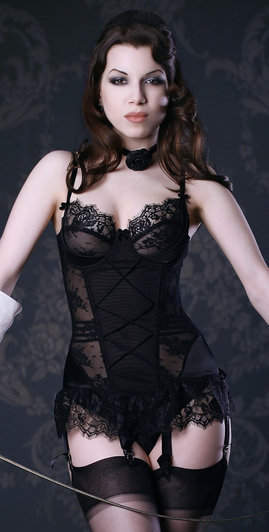 Kiss Me Deadly Van MImi Basque