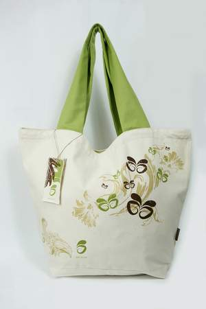 The sustainable and stylish Beleaf tote, let's you carry groceries and other essentials in style.