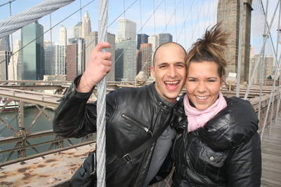 Couple enjoying PhotoTrek Tours on The Brooklyn Bridge