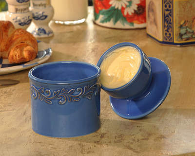 The Original Butter Bell® Crock safely keeps butter fresh and spreadable without refrigeration, odors or spoilage. It makes a perfect gift for moms who love to cook.