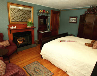 Couples discover a cozy hideaway in the heart of the White Mountains - the Inn at Ellis River, Jackson, N.H.
