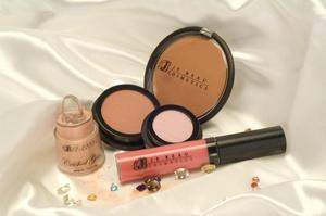 Je Beau Cosmetics - A Satiny, Soft, & Glittering gift to enhance your glamorous & sensual self -