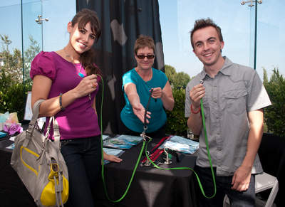 Showing how the leash works at Gifting Lounge